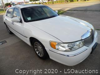 2001 Lincoln Town Car Signature Series - Runs